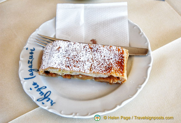 Apple strudel at the Rifugio Lagazuoi