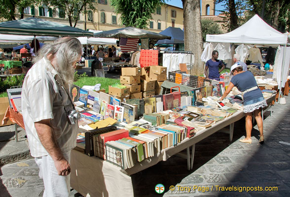 Secondhand books at the Santo Spirito market