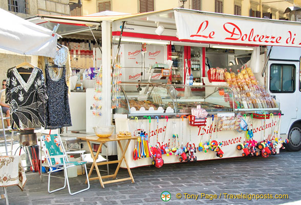 A snack stand on Piazza Santo Spirito