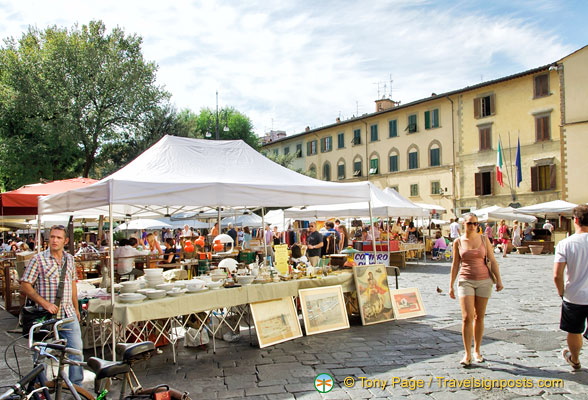 Market day on Piazza Santo Spirito