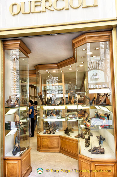 Quercioli in via Calzaiuoli has beautiful leather goods