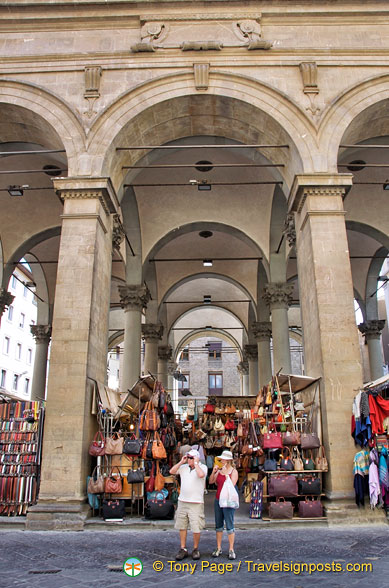 Loggia del Porcellino has leather goods and souvenirs