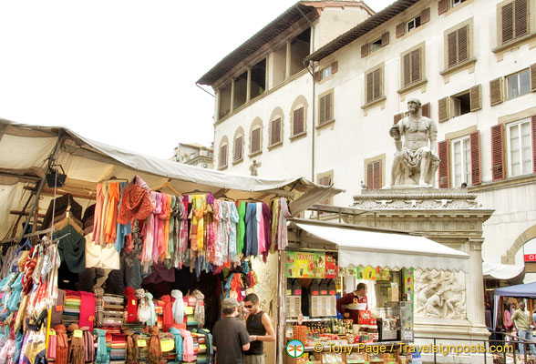Shopping around Piazza del Duomo