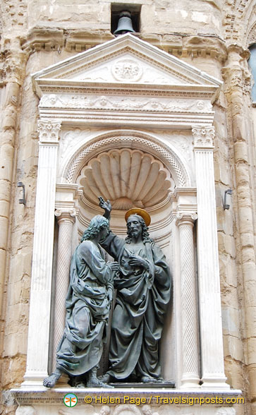 Christ and Thomas on the external facade of Orsanmichele