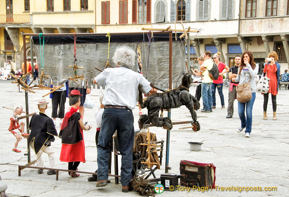 Puppet show on Piazza Santa Croce