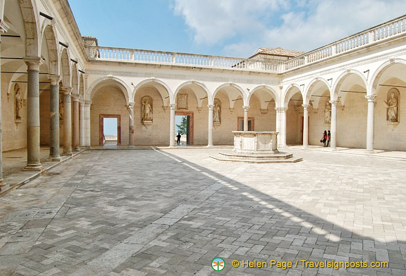 Montecassino Abbey cloister