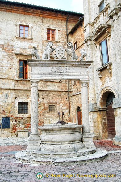 Pozzo dei Grifi e dei Leoni - Well of the griffins and lions