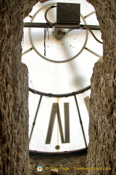 Keyhole view of the Torre del Moro clock