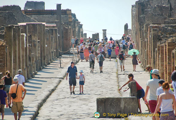 Via dell'Abbondanza, the main thoroughfare in Pompeii