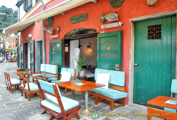 The cozy-looking but pricey La Gritta American Bar on Calata Marconi