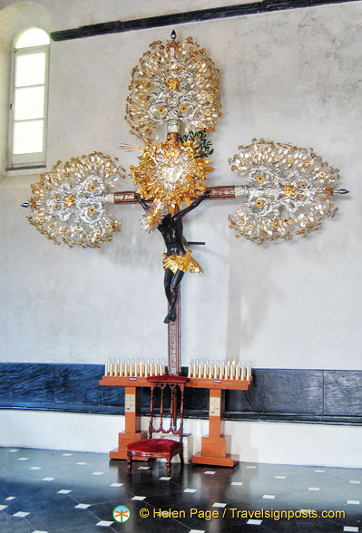 A very unusual decoration on this crucifix