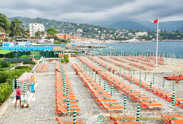 An amazing number of deckchairs just in this small section of the Santa Margherita Ligure beach