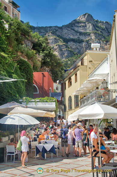 Plenty of cafes and restaurants in Positano
