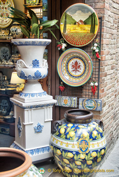 Nice pieces of pottery at La Terracotta on Via San Giovanni