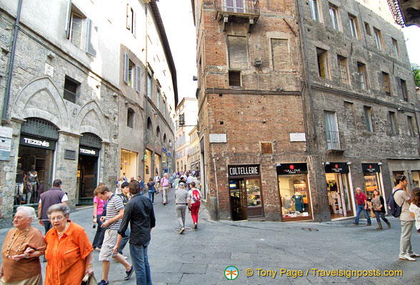 Banchi di Sopra is one of the main streets in Siena