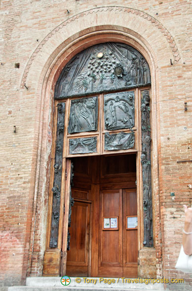 Door of Basilica di San Domenico