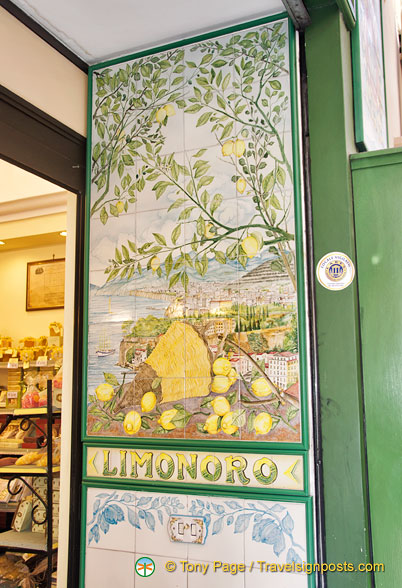 Limonoro shop entrance