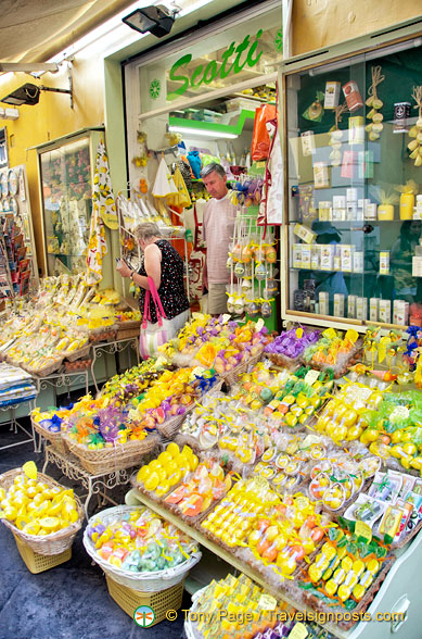 Scotti, one of the many gift shops in Sorrento