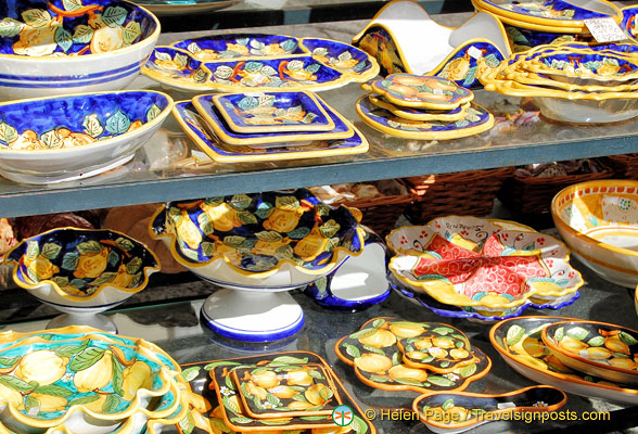 Sorrento pottery with typical lemon designs