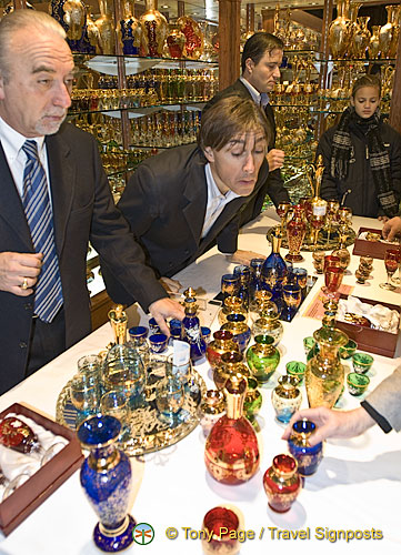 Murano glass salesman on the lookout for sales