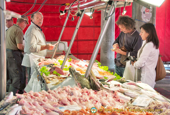 Chefs buying seafood at Rialto fish market