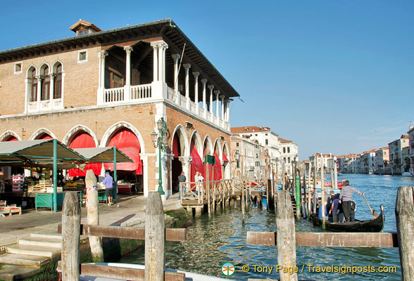 Rialto markets and the S.Sofia traghetto stop