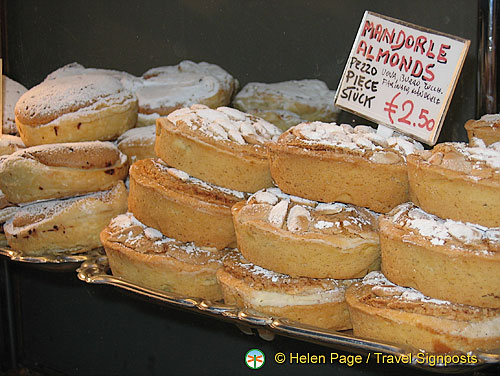 Mandorle - almond pastries