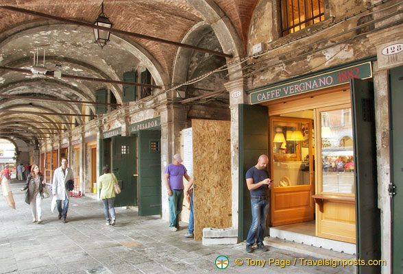 Shopping arcade in San Polo