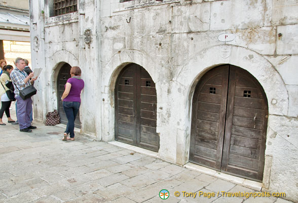 The cells behind the wooden arch doors were used by Venetian merchants in the 16th century