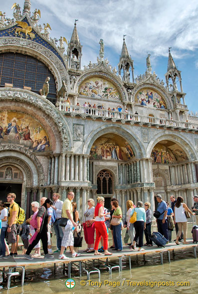 Passarelle in front of the Basilica San Marco