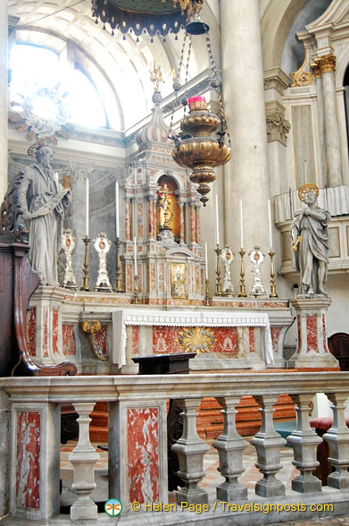 Statues of St Jeremiah and St Peter on the main altar