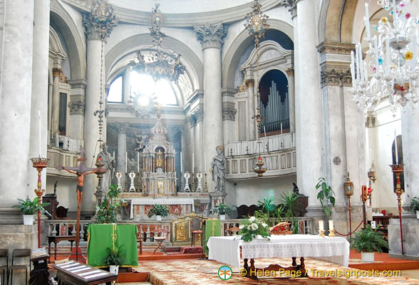 The main altar of San Geremia