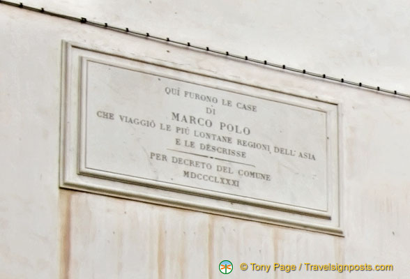 Plaque indicating that Marco Polo once lived here