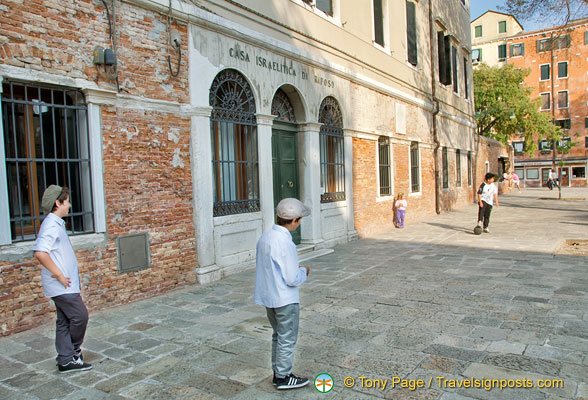 Local kids in Campo di Ghetto Nuovo