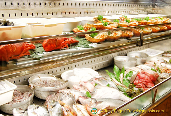 Seafood counter at Trattoria alla Madonna