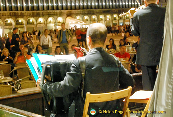 Caffè Florian musicians entertain in the evening