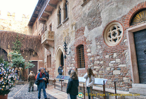 Juliet's House in winter, when it was less crowded