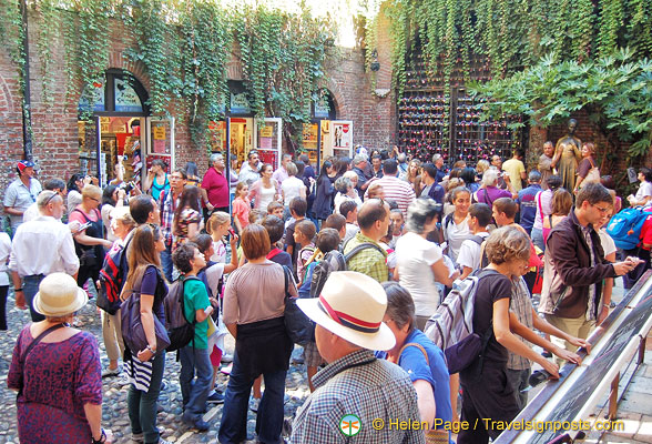 Crowded courtyard of Juliet's House in summer