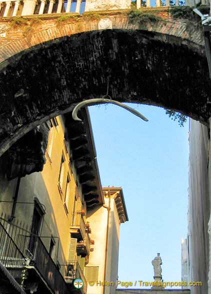 Arco della Costa with its whale rib bone. This passageway links the Domus Nova with the Palazzo della Ragione.