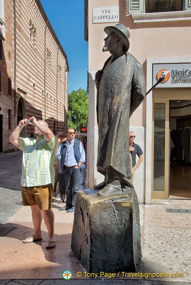 This statue of Berto Barbarani, a poet, can be seen on Via Cappello