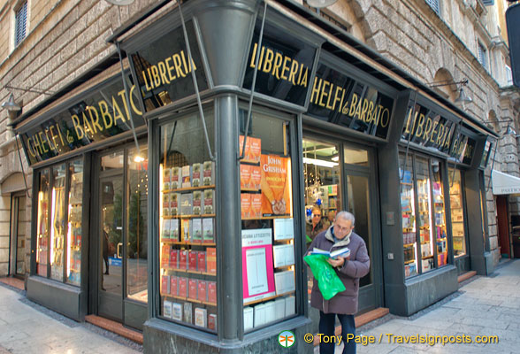 Libreria Ghelfi e Barbato, a bookshop on Via Mazzini