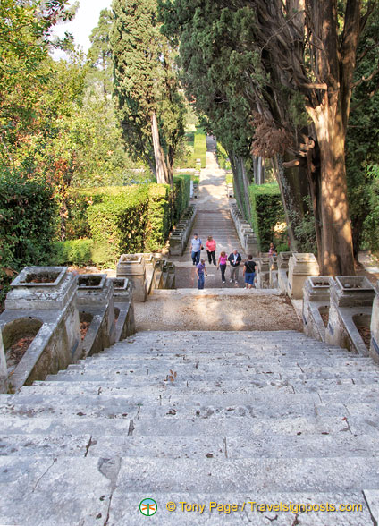 Steps down to the Villa D'Este gardens