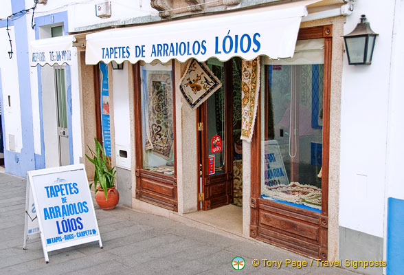 Tapetes de Arraiolos Loios, one of the Arraiolos carpet shops