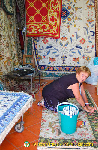 Preparing the Arraiolos carpet