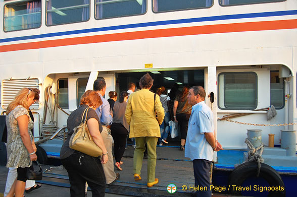 Boarding the ferry for Cacilhas, Almada