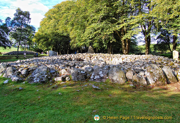 The Central Ring Cairn does not have a passage