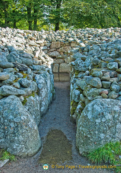 Passage to the central burial chamber