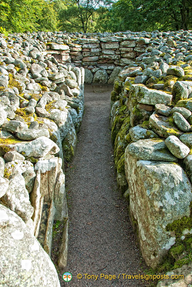 Passage to the central chamber of the cairn