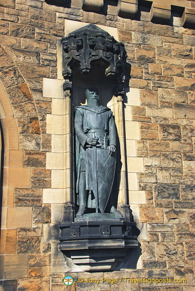 Statue of William Wallace at the main gate