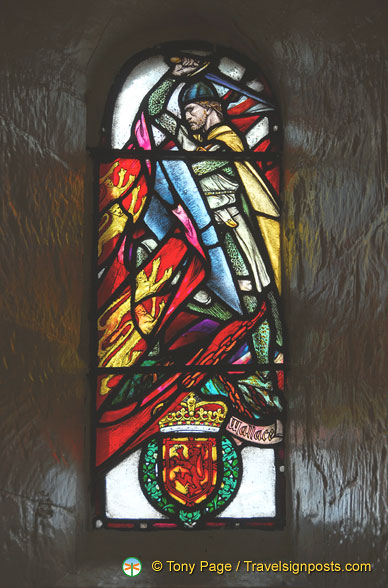 Stained glass window depicting William Wallace
